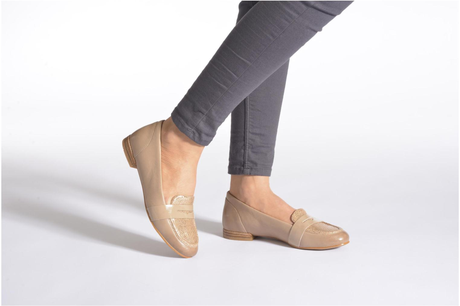 Loafers Clarks Festival Grace Beige view from underneath / model view