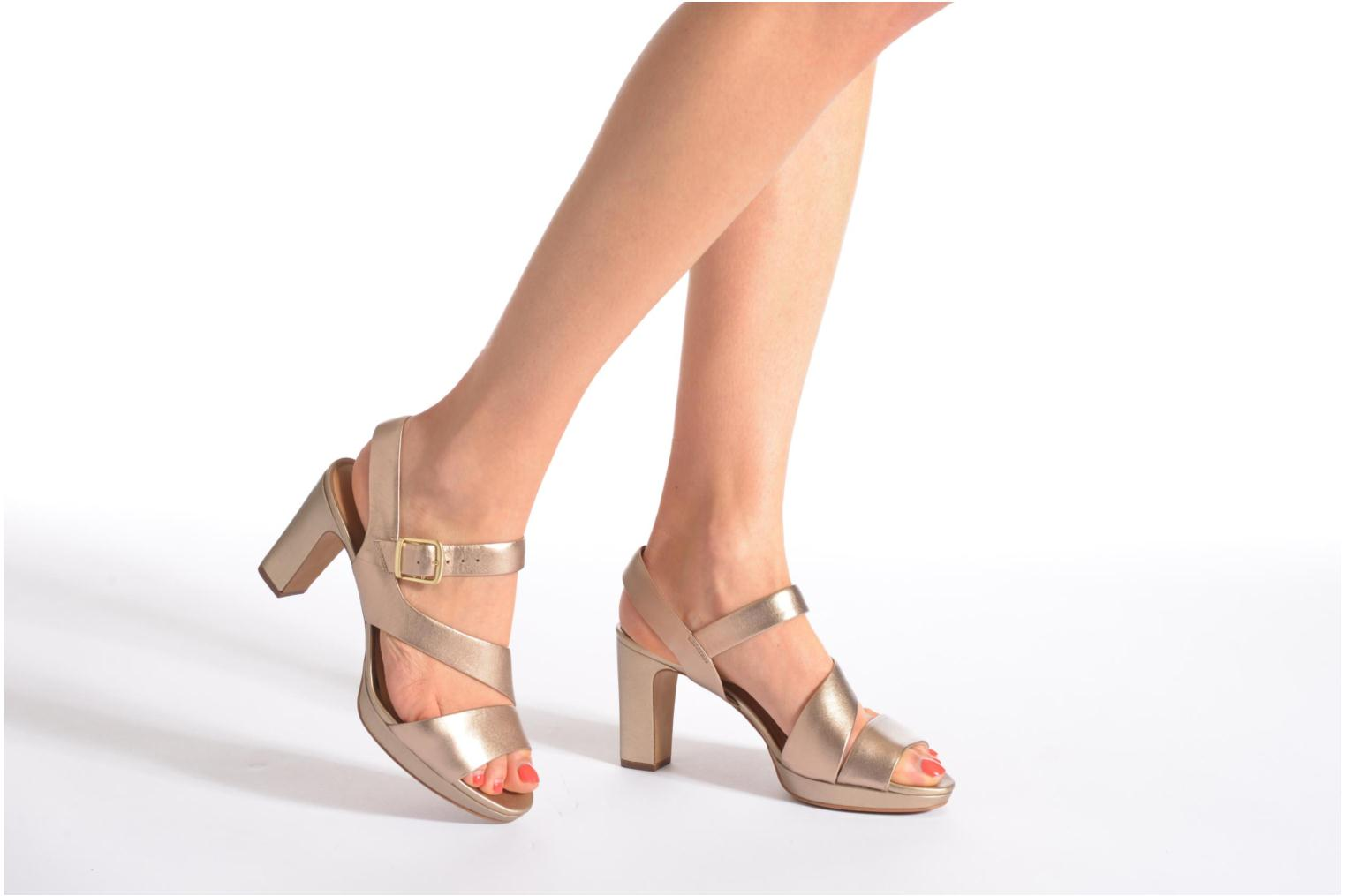 Sandals Clarks Jenness Soothe Bronze and Gold view from underneath / model view