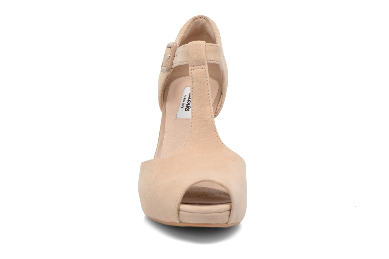 Zapatos de tacón Clarks Kendra Flower Beige vista del modelo
