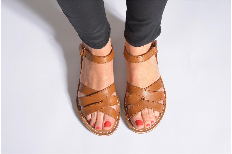 Sandales et nu-pieds Clarks Tustin Sahara Rouge vue bas / vue portée sac