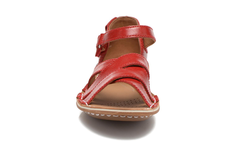Sandales et nu-pieds Clarks Tustin Sahara Rouge vue portées chaussures