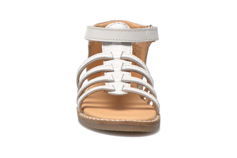 Sandales et nu-pieds Bopy Hamica kouki Blanc vue portées chaussures