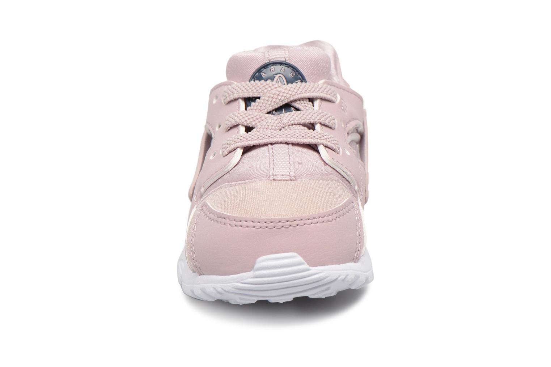 Baskets Nike Nike Huarache Run (Td) Rose vue portées chaussures