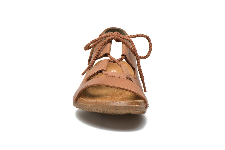 Sandalen El Naturalista Wakataua ND73 braun schuhe getragen