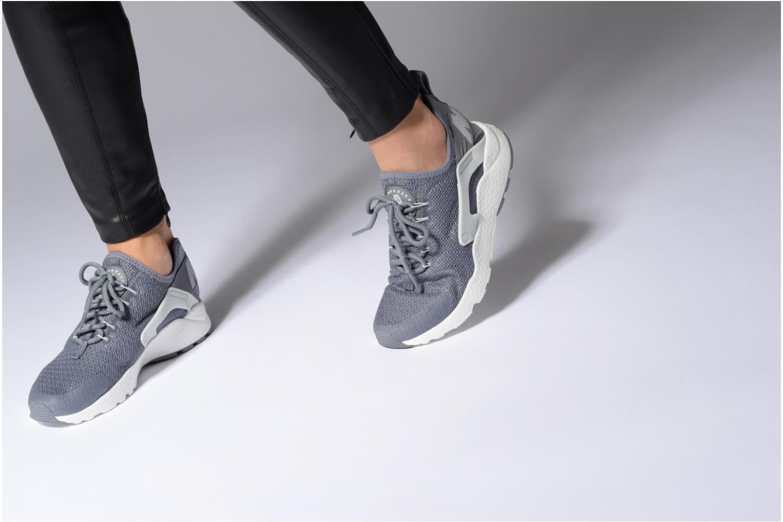 Sneaker Nike W Air Huarache Run Ultra blau ansicht von unten / tasche getragen