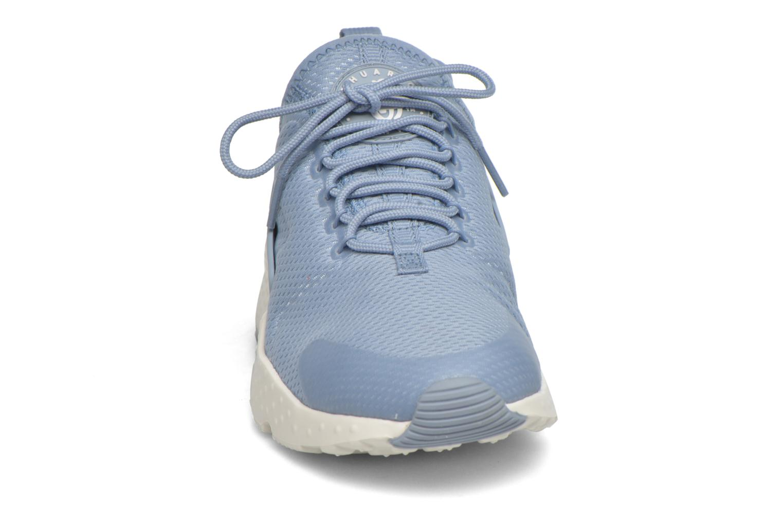 Baskets Nike W Air Huarache Run Ultra Bleu vue portées chaussures