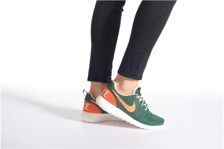 Sneaker Nike Wmns Nike Roshe One Retro blau ansicht von unten / tasche getragen