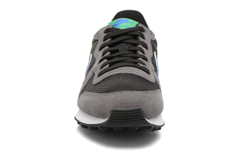 Baskets Nike Wmns Internationalist Multicolore vue portées chaussures