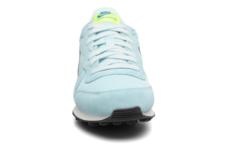 Sneakers Nike Wmns Internationalist Azzurro modello indossato