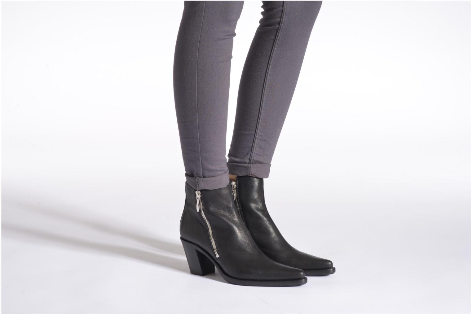 Ankle boots Free Lance Okao 7 Boot 2 Zip Black view from underneath / model view