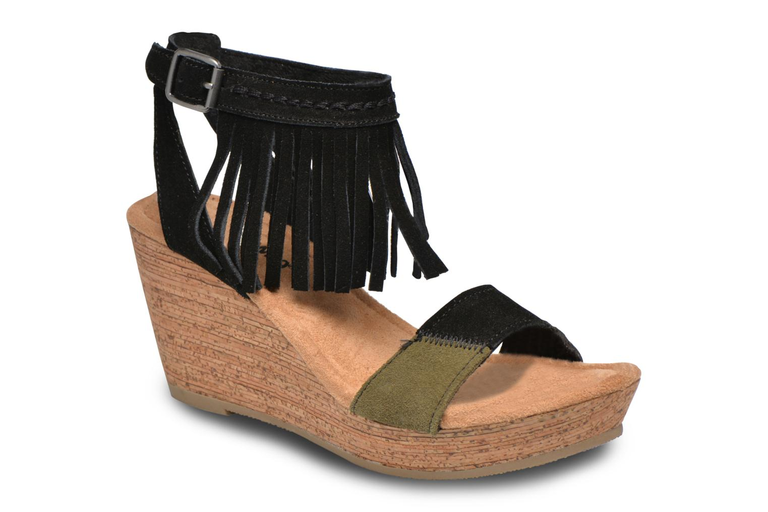 Sandals Minnetonka Poppy Black detailed view/ Pair view