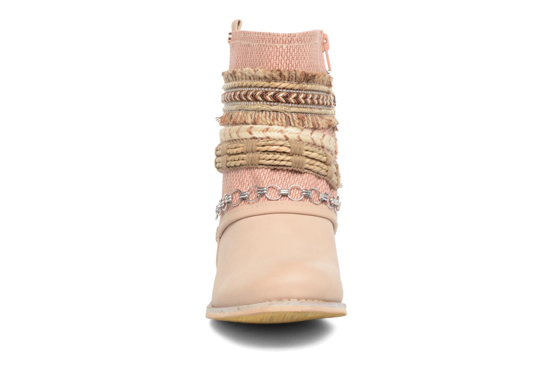 Bottines et boots Bullboxer Nadoco Beige vue portées chaussures