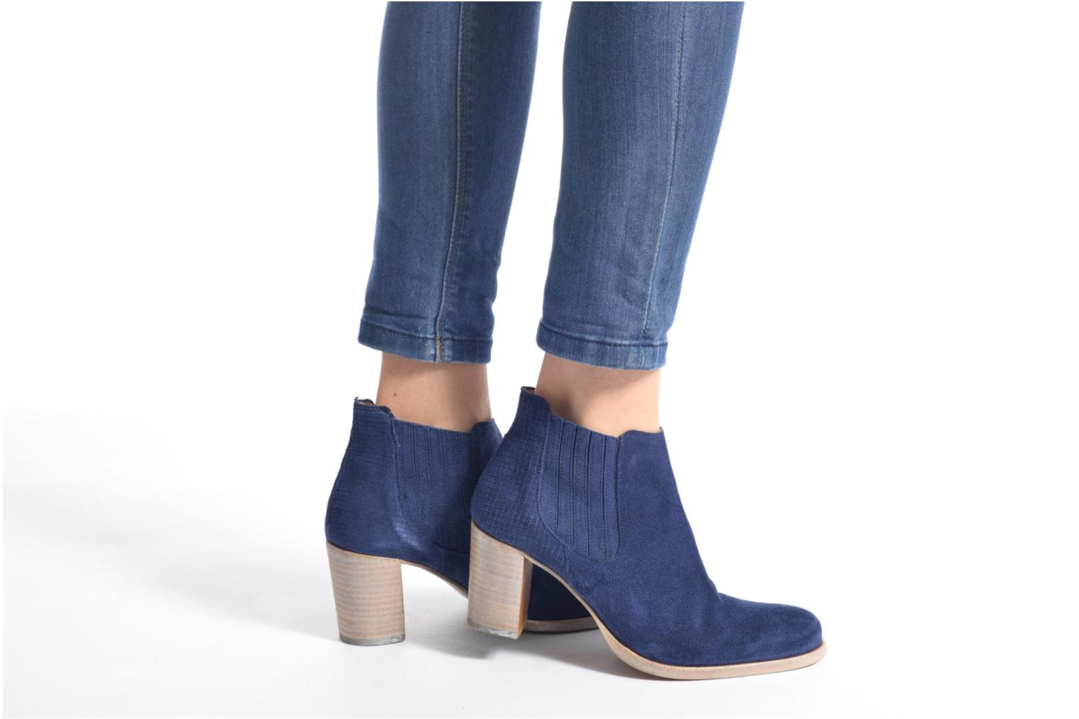 Ankle boots Muratti Bloody Blue view from underneath / model view