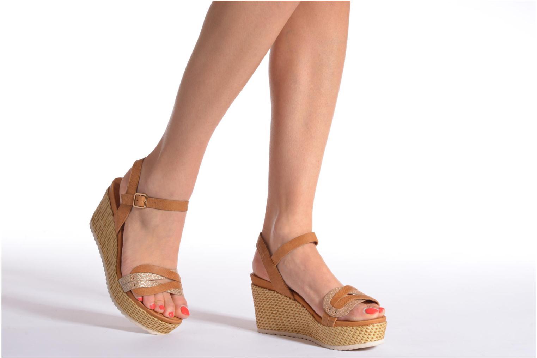 Sandales et nu-pieds Karston Latol Marron vue bas / vue portée sac