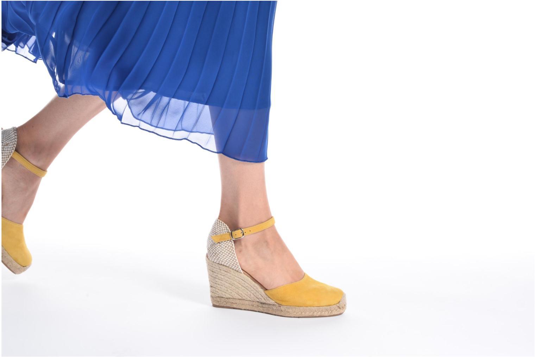 Sandalen Georgia Rose Iponiki gelb ansicht von unten / tasche getragen