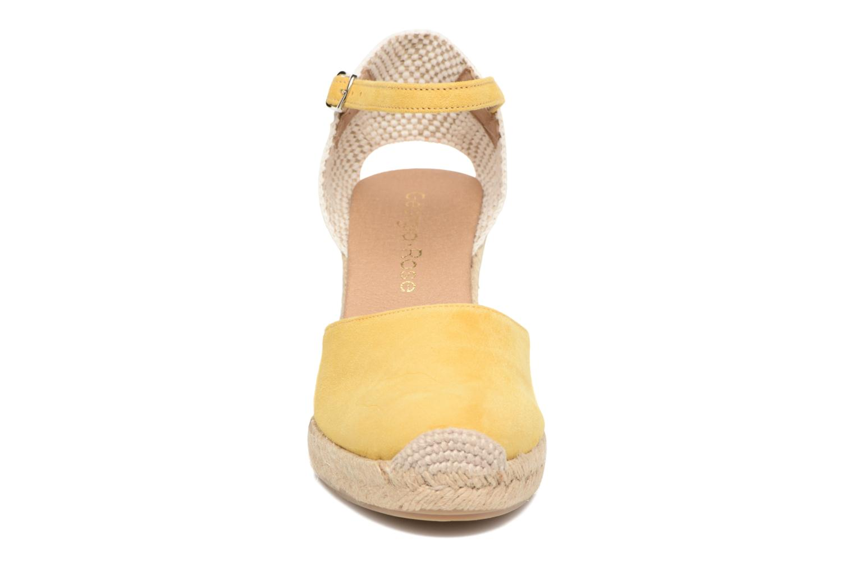 Sandalen Georgia Rose Iponiki gelb schuhe getragen