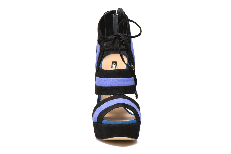 Sandalen Guess Karlea mehrfarbig schuhe getragen