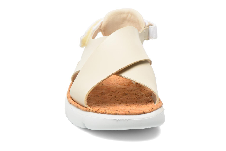 Sandales et nu-pieds Camper Oruga K200157 Beige vue portées chaussures