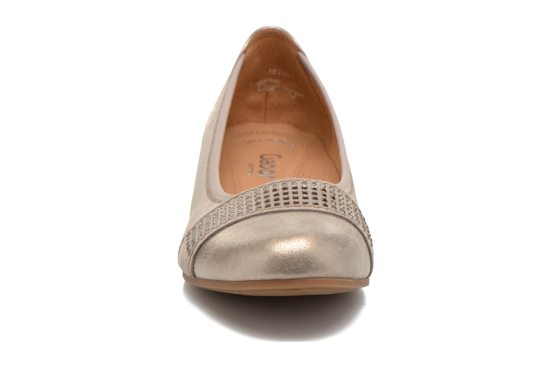 Ballerines Gabor Elia Or et bronze vue portées chaussures