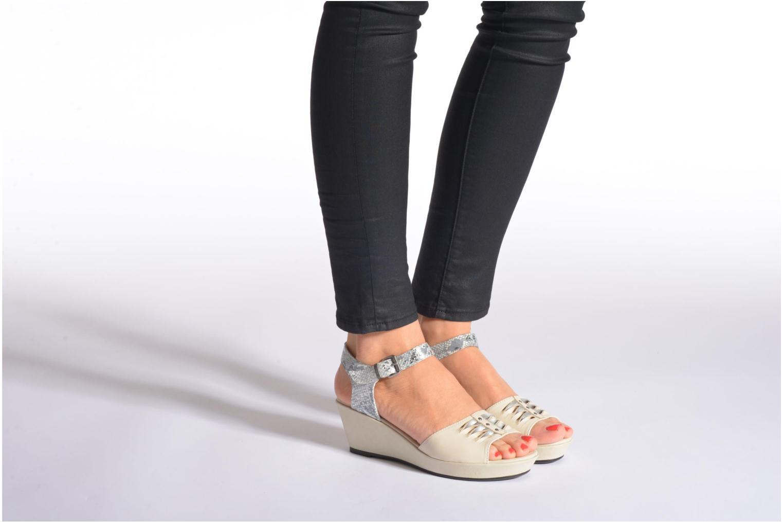 Sandales et nu-pieds Madison Esclin Beige vue bas / vue portée sac