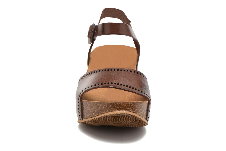 Sandales et nu-pieds Kickers Abyway Marron vue portées chaussures