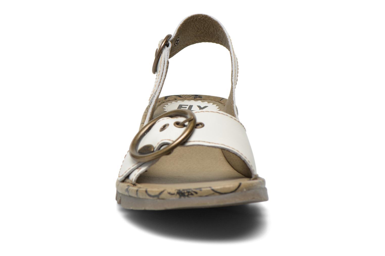 Sandales et nu-pieds Fly London Tram 723 Blanc vue portées chaussures