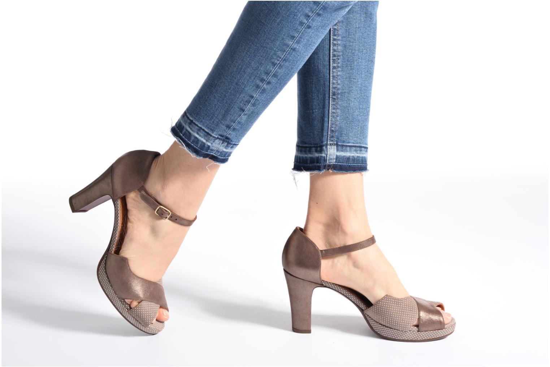 Sandales et nu-pieds Chie Mihara Nicas Marron vue bas / vue portée sac