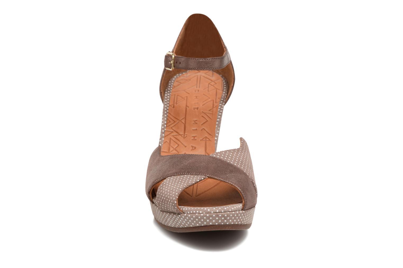 Sandales et nu-pieds Chie Mihara Nicas Marron vue portées chaussures