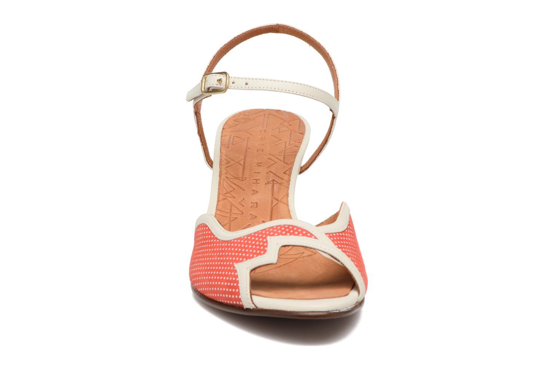 Sandalias Chie Mihara Waya Rojo vista del modelo