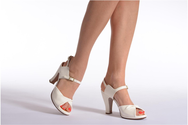 Sandales et nu-pieds Chie Mihara Bri Fira Blanc vue bas / vue portée sac