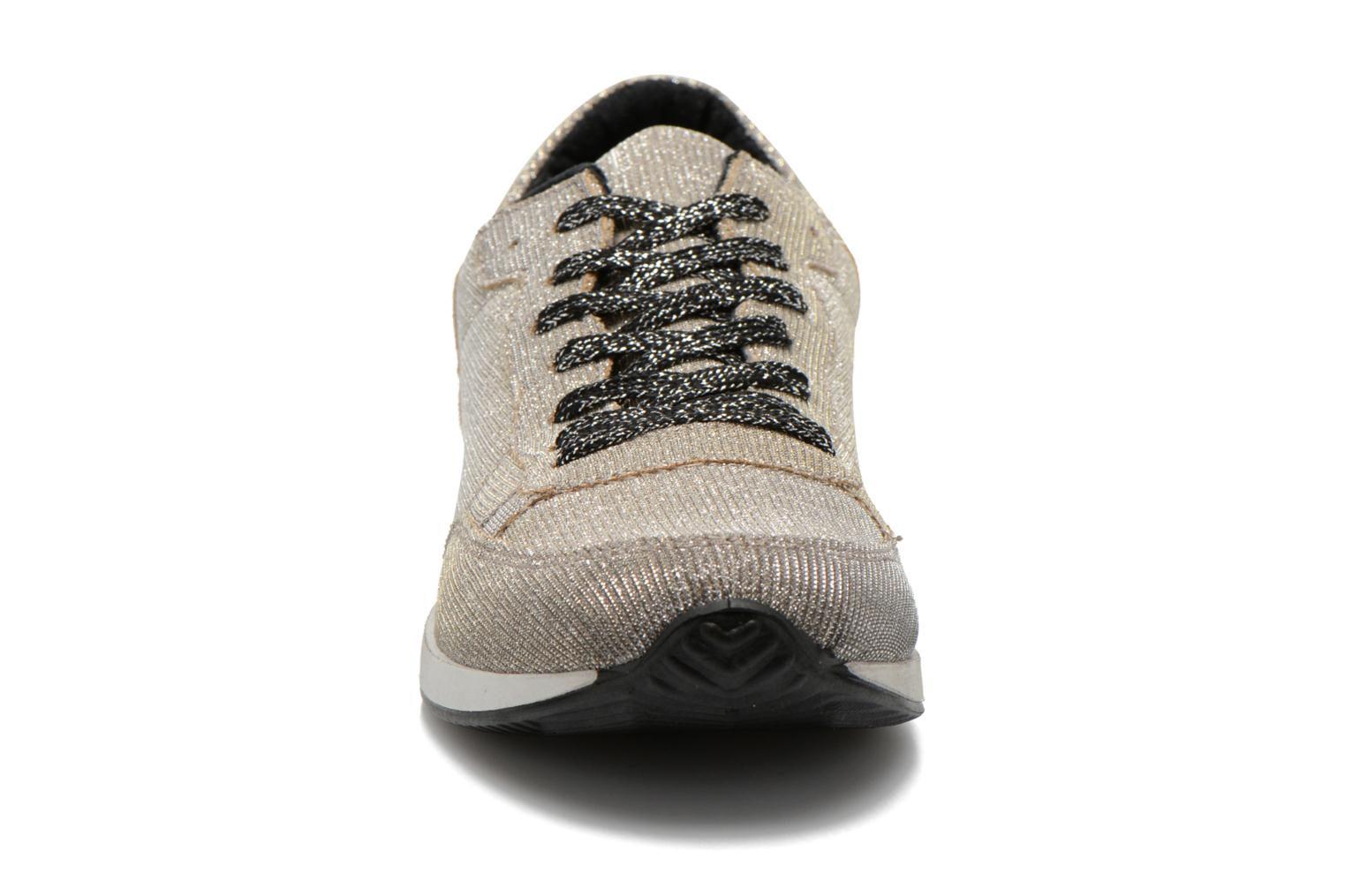 Trainers Ippon Vintage Run silver Grey model view