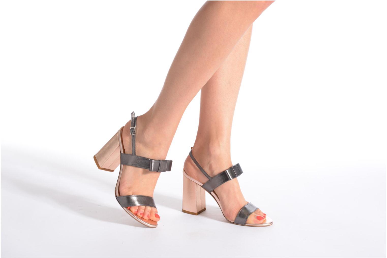 Sandales et nu-pieds Atelier Mercadal Chili Gris vue bas / vue portée sac