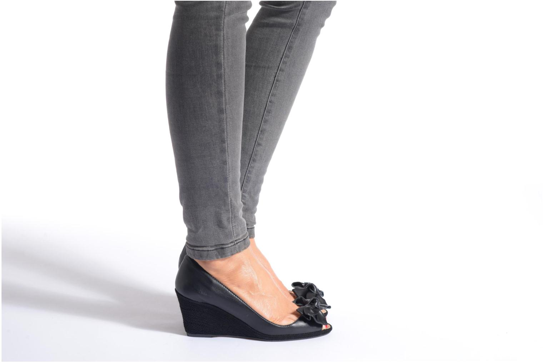 High heels COSMOPARIS Moana Black view from underneath / model view