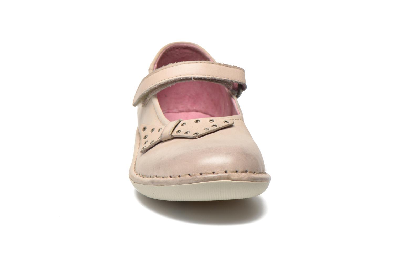 Ballerines Kickers Edvige Beige vue portées chaussures