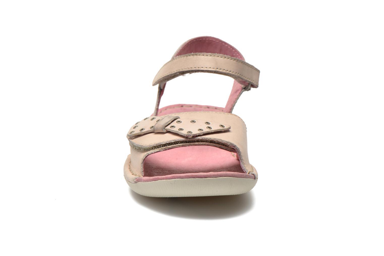 Sandales et nu-pieds Kickers Edana Beige vue portées chaussures