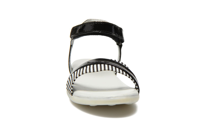 Sandales et nu-pieds Kickers Anyway Noir vue portées chaussures