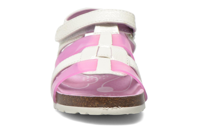 Sandales et nu-pieds Kickers Magidays Blanc vue portées chaussures