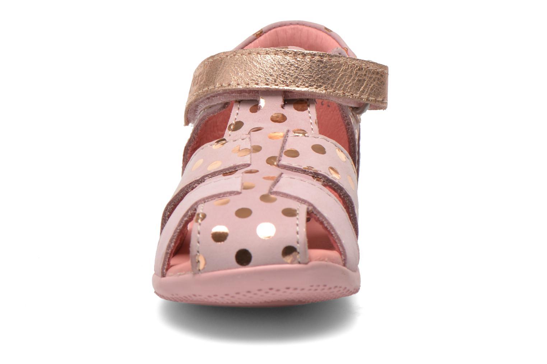 Sandaler Kickers Biggy Pink se skoene på