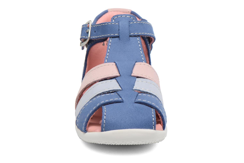 Sandalias Kickers Bigfly Azul vista del modelo