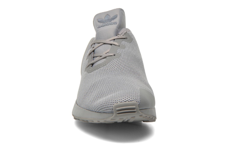 Baskets Adidas Originals Zx Flux Adv Asym Gris vue portées chaussures