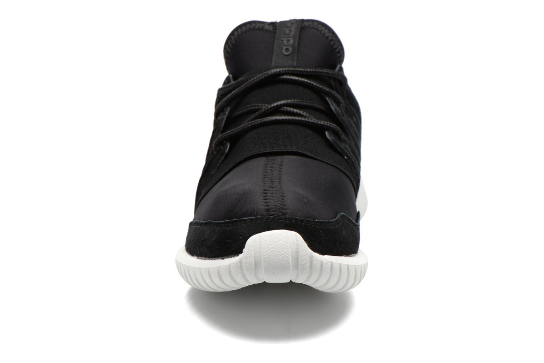 Deportivas Adidas Originals Tubular Radial Negro vista del modelo