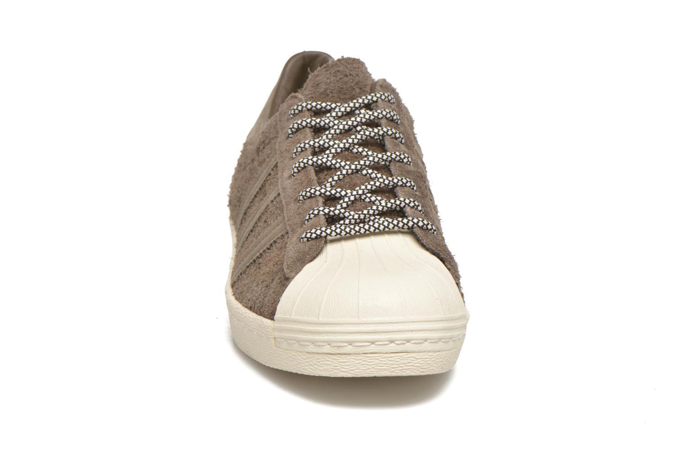 Sneakers Adidas Originals Superstar 80S Grigio modello indossato