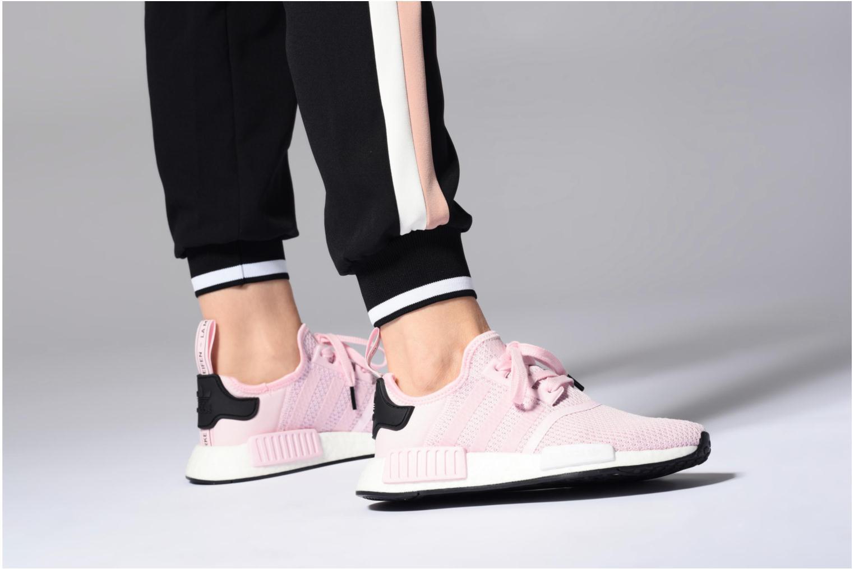Sneaker Adidas Originals Nmd_R1 W orange ansicht von unten / tasche getragen