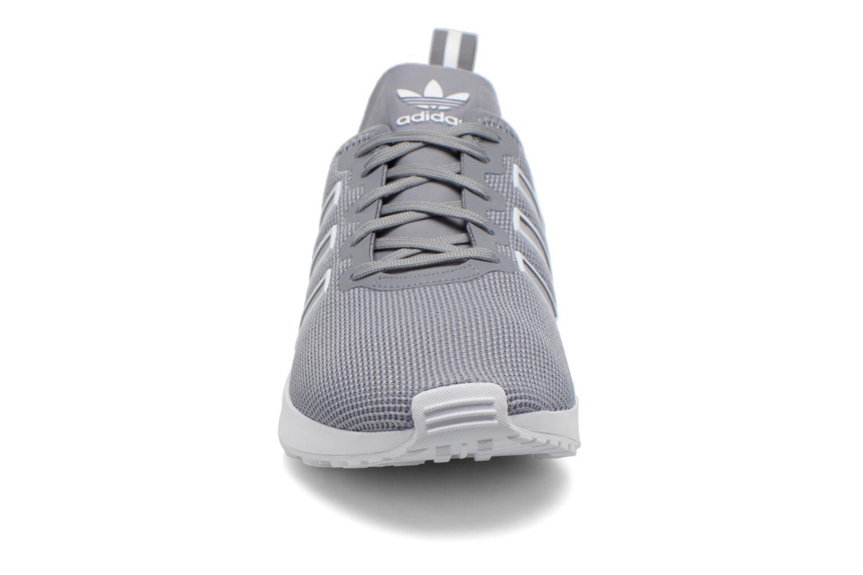 Baskets Adidas Originals Zx Flux Adv Gris vue portées chaussures