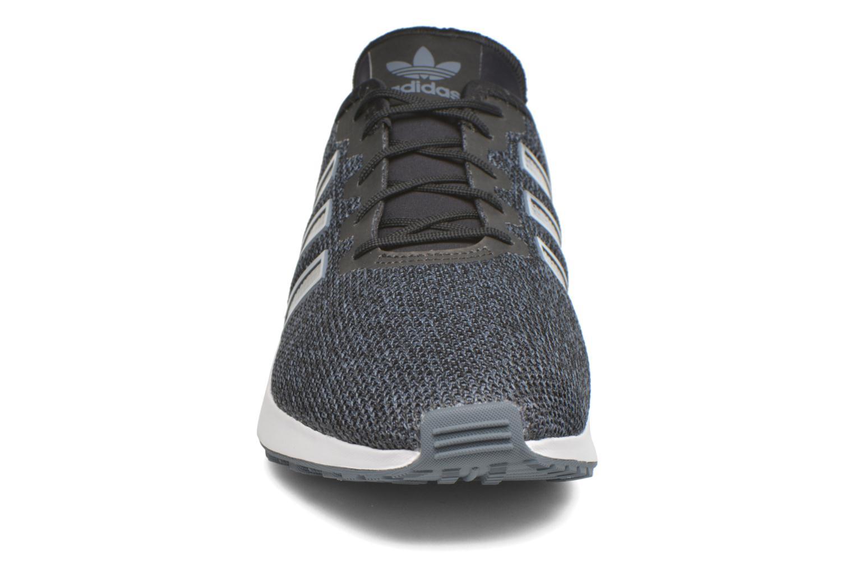 Baskets Adidas Originals Zx Flux Adv Noir vue portées chaussures