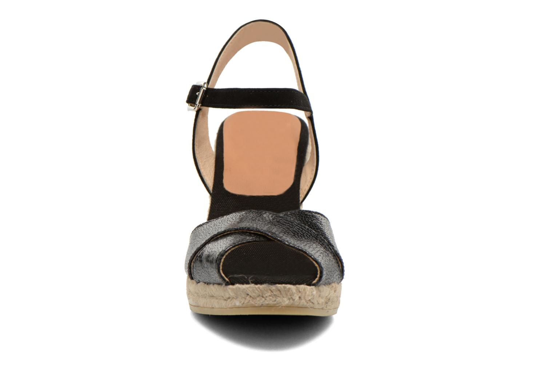 Sandalen Kanna Camoa schwarz schuhe getragen