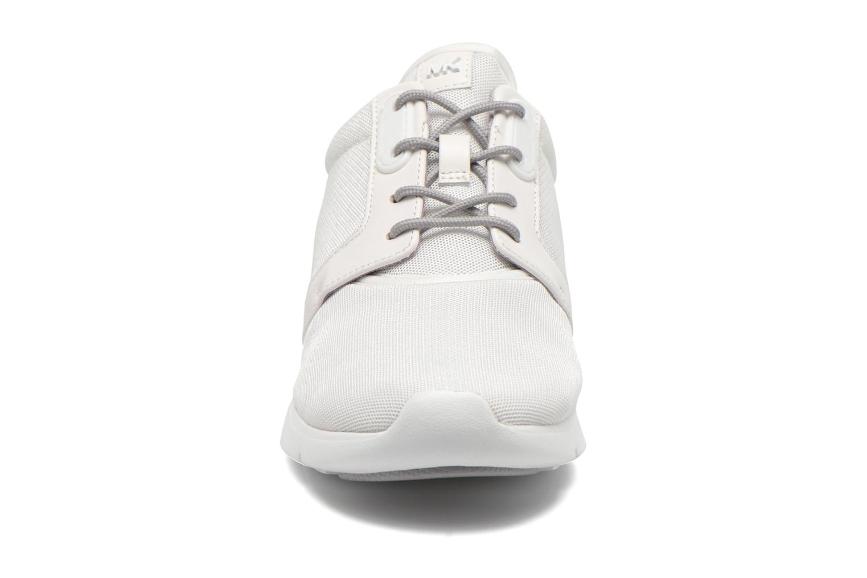Baskets Michael Michael Kors Amanda Trainer Blanc vue portées chaussures