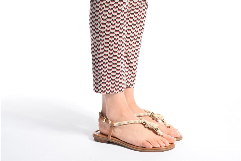 Sandales et nu-pieds Michael Michael Kors Holly Sandal Marron vue bas / vue portée sac