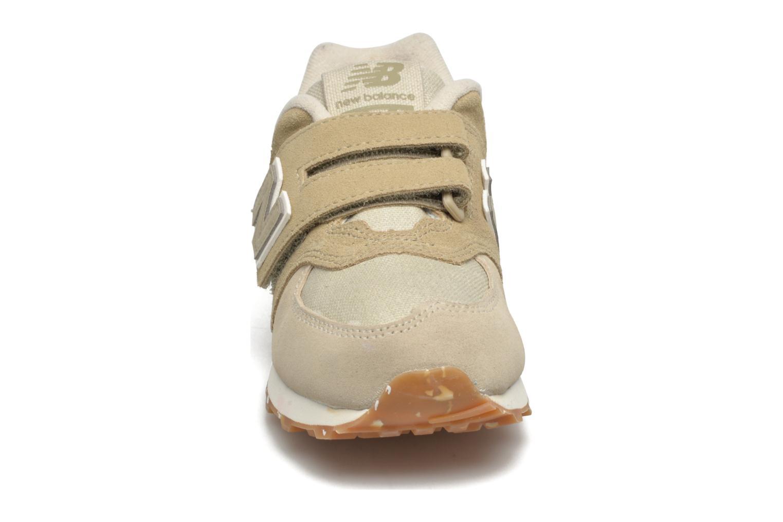 Baskets New Balance KV574 J Beige vue portées chaussures