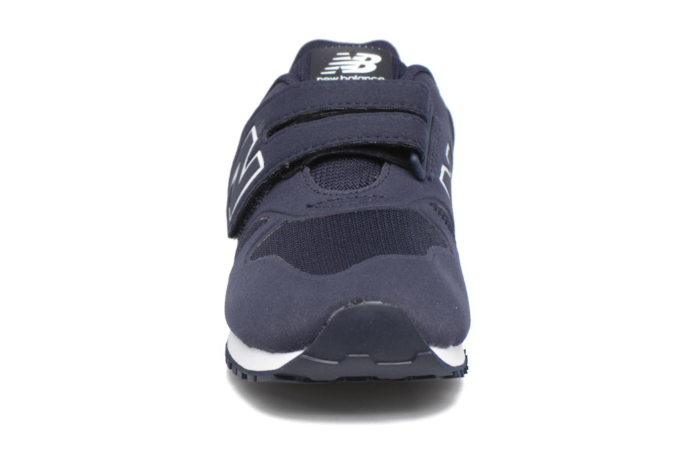 Sneakers New Balance KV373 J Azzurro modello indossato